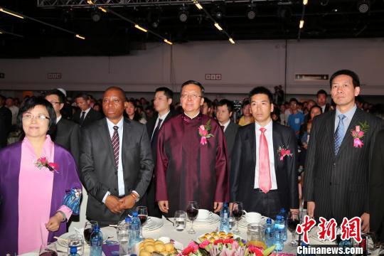 南非华侨华人举办晚会庆祝新中国成立67周年
