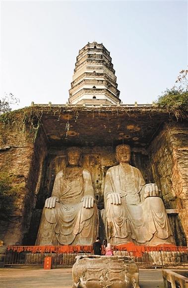 重庆大足石刻北山景区的多宝塔和二佛