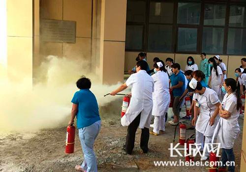河北省优抚医院组织全院干部职工进行消防演练。图片由河北省优抚医院提供