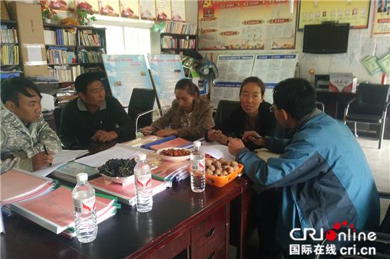 记者采访达许村驻村工作队队员扎西拥宗,她是主动要求来驻村的,希望能为群众们做些实事