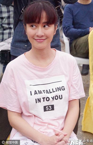 叶璇齐刘海造型老气 表情夸张媲美洪荒女傅园慧