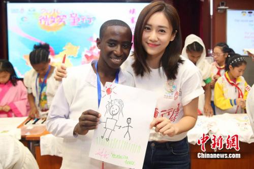 刘芸将带儿子做公益:希望他成为一个友善的人(图)_凤凰财经