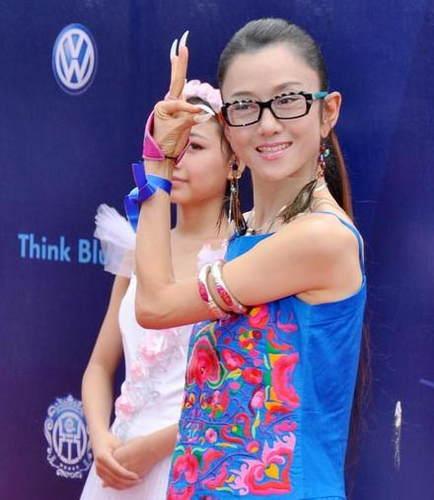 58岁孔雀公主杨丽萍,高清镜头下尽显老态,素颜吓人