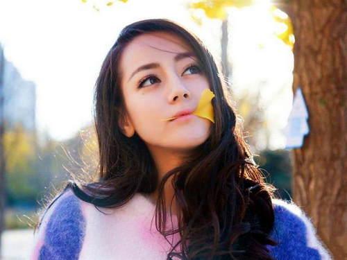 穿旗袍最好看的女人叫宋轶,卖萌最可爱的女人叫迪丽热巴