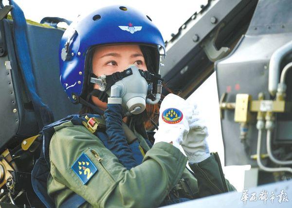 执行任务的女飞行员 2005年考入解放军空军航空大学