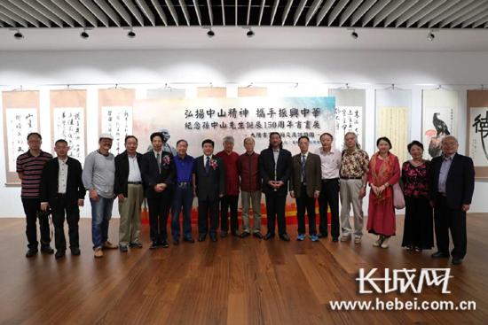 画展在台北举行,嘉宾合影。