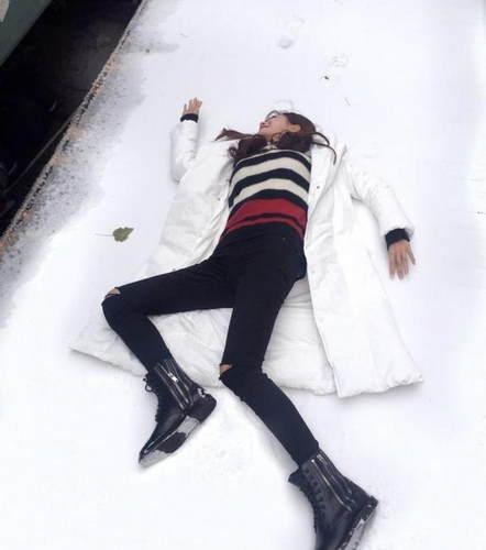 又作 沈梦辰不穿秋裤躺雪地 网友直问你腿冷不冷图片 18035 442x500