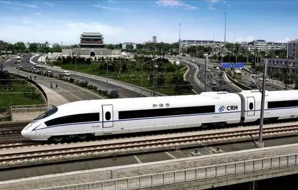 吴浩:京津冀协同发展的基本出发点就是疏解非首都核心功能,解决北京大城市病,而后推进产业转型升级、优化城市布局和结构空间,打造现代化新型首都圈。交通就是大动脉,动脉不通顺,就无法实现产业转型升级和非首都核心功能的疏解。《方案》出台,轨道交通特别是高铁的建设将让京津冀地区彻底告别动脉不通顺的尴尬,产业布局调整和转型升级、非首都功能疏解等也将在快捷、高效的交通运输条件下顺利实施。 南广富:完善一小时高铁交通圈,将天化时是高铁之便的具现。一方面,近年来,经济的发展给了高铁时代的兴盛的最