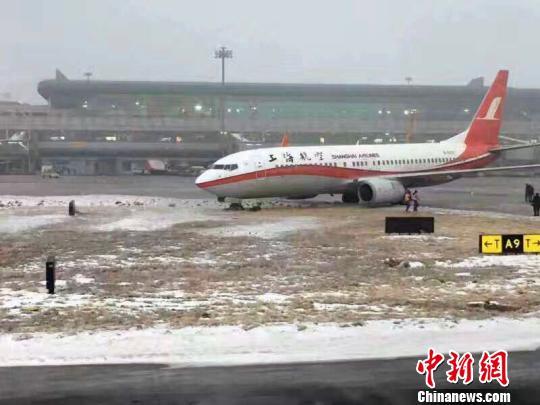 乌鲁木齐机场两架飞机偏出滑行道 未造成人员受伤
