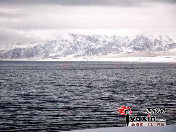 新疆赛里木湖冬韵 镶嵌在天地之间的水墨画