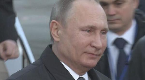 当地时间15日下午5时左右,俄罗斯总统普京抵达日本(网页截图)