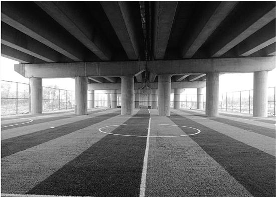 够洋气!杭新景高速高架桥下建起运动场