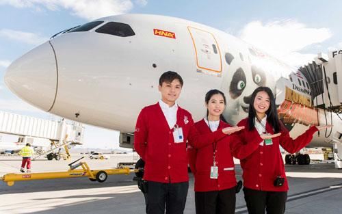 """美国拉斯维加斯机场专门安排""""双语大使""""为中国游客服务(彭博新闻社网站)"""