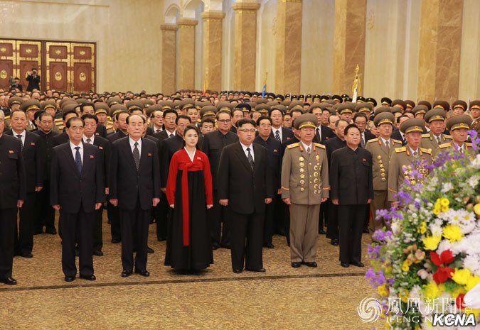 金正恩新年首日携李雪主致敬已故领导人(高清图)