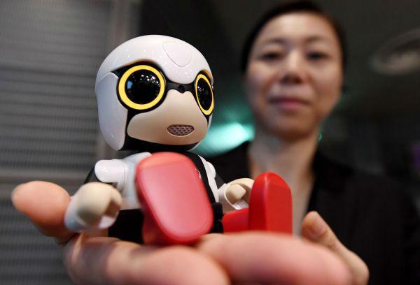 日本开始用机器人取代白领