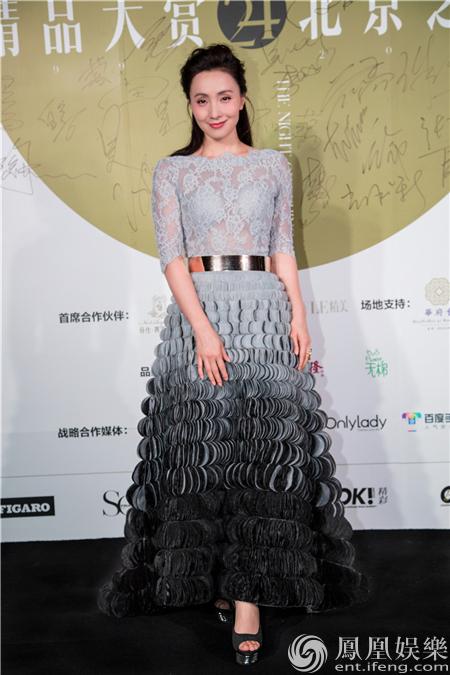 陶虹蕾丝透视长裙惊艳亮相 获封年度公益榜样