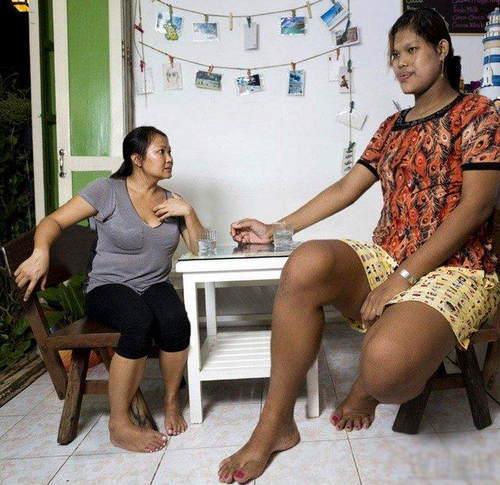 两米美女巨人_盘点那些女巨人:身高超2米生活各种不便