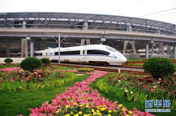 一列城际列车从北京南站驶出(资料照片)。来源:新华网