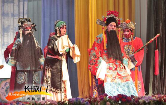 """春节期间""""南孟双庆剧社""""义务演出。杜岩龙供图"""