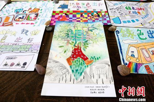 图为孩子创作的绘画作品