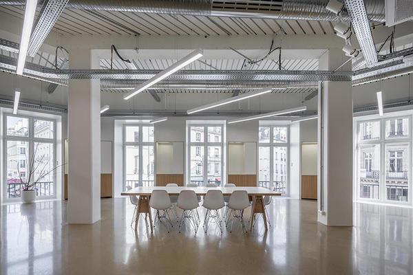 优衣库在巴黎的研究打算中心,简单得像个制衣厂