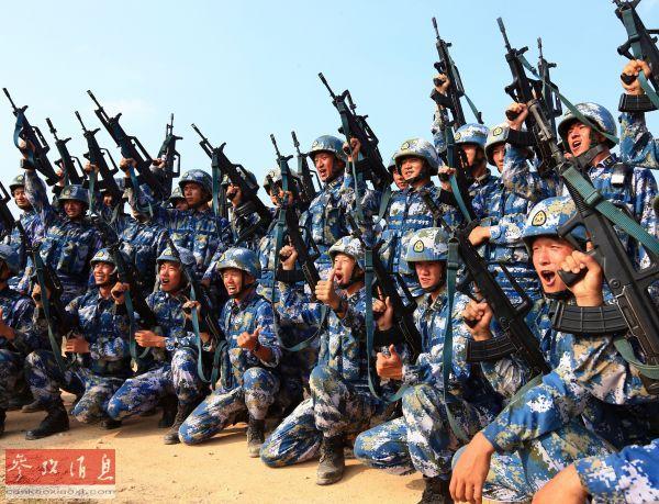 资料图片:中国海军陆战队资料图。(新华社记者查春明摄)