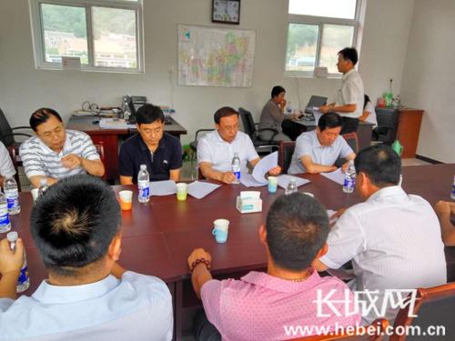 河北省旅游发展委员会主任那书晨到叶营村现场办公。蔡瑞强 摄