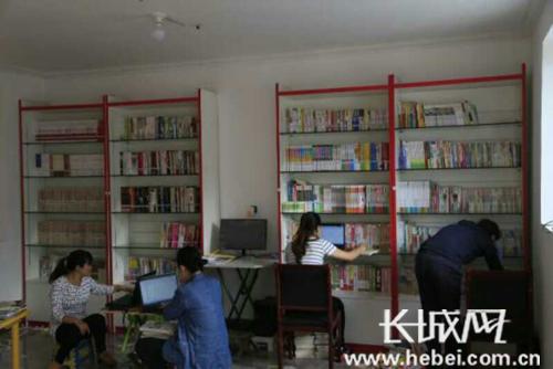 河北出版传媒集团援建的村图书室。蔡瑞强 摄