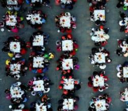 河南栾川举办千人牡丹宴场面壮观