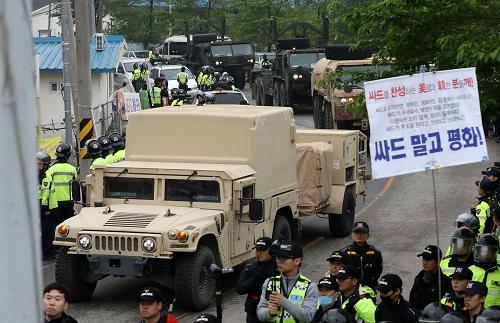 """资料图:""""萨德""""部分装备在韩部署新华社/韩联社"""