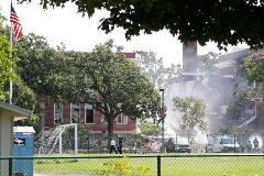 美国明尼苏达州一所学校发生爆炸