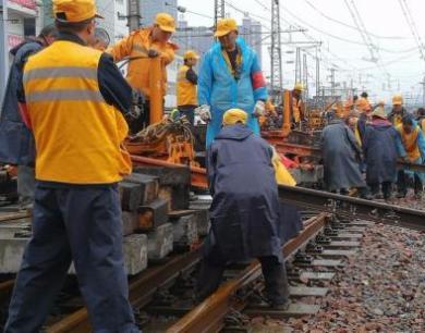 """郑州火车站实施""""大手术""""千余趟列车将受影响"""