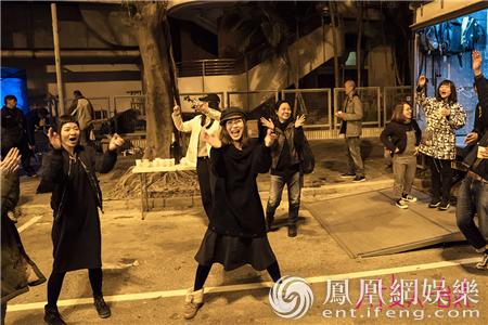 关锦鹏新作《八个女人一台戏》杀青 三代女神拜大年