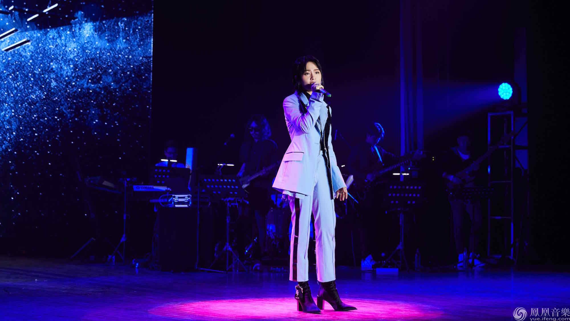 周笔畅校园谈唱会首站西安 全场合唱最美的期待