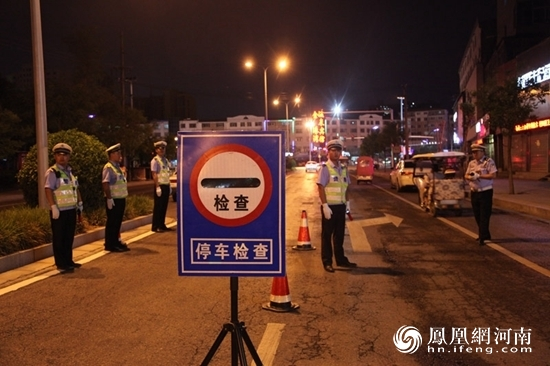 河南商丘市交警支队国庆假期严查各类交通违法行为
