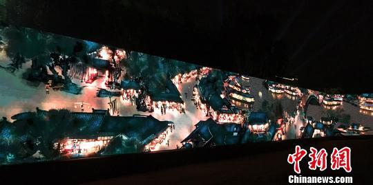 图为夜晚的3D动态版《清明上河图》。 蒋青琳摄