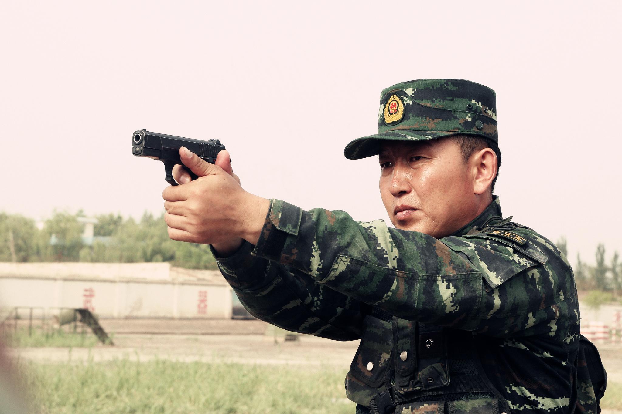 王刚要求战士做到的,他自己首先要做到。李鹏摄