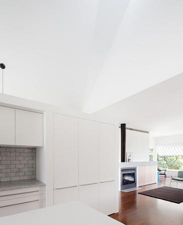 设计重点:定制衣柜协调空间氛围-造就创意新空间 极致简约老房大改造