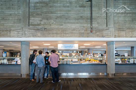 通透明亮的餐厅也许不只为了满足员工的味蕾,许多灵感