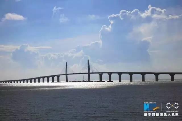 珠海连接线是港珠澳大桥的重要组成部分,拱北隧道是项目的关键控制