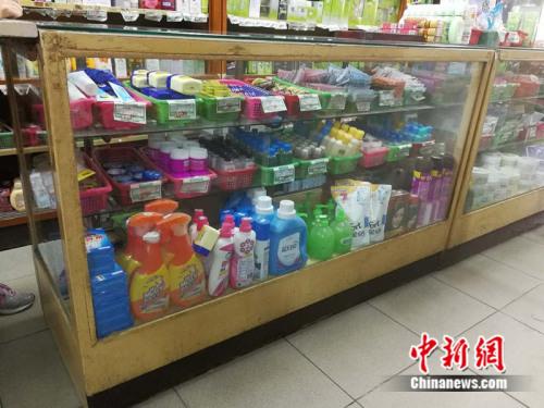 店内用了快40年的老式柜台中新网记者张尼摄