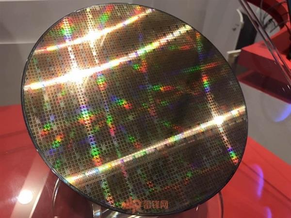 龙芯井喷式爆发!距离Intel/AMD还有多远?