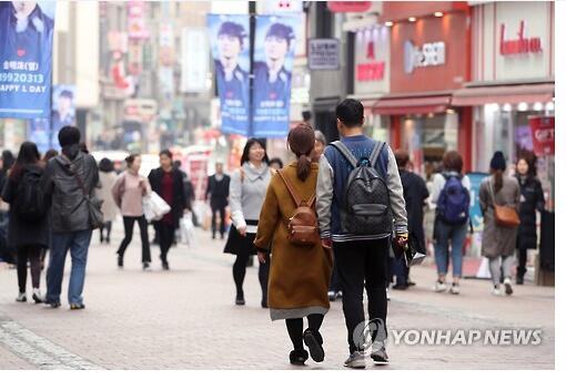 """""""五一""""假期赴韩国济州岛的中国游客降八成 明洞游客数量不如以往"""