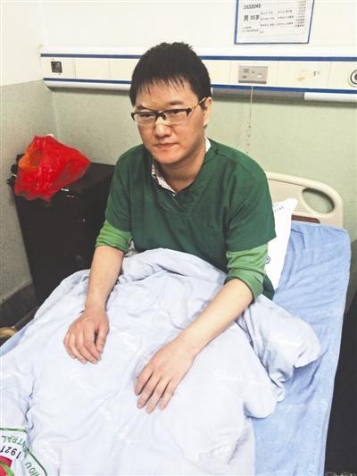 ICU医生抢救8个危重病人 连续奋战24小时后晕倒