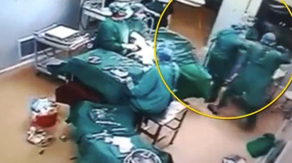 河南蘭考兩醫護人員手術室互毆 回應:戀愛問題發生爭執