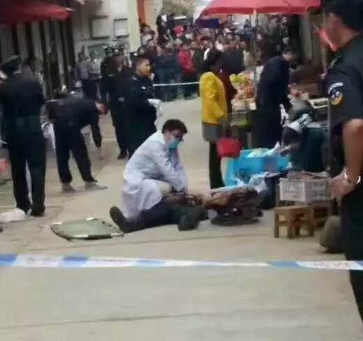 云南男子对算命结果不满 当街杀死算命先生及闲聊者