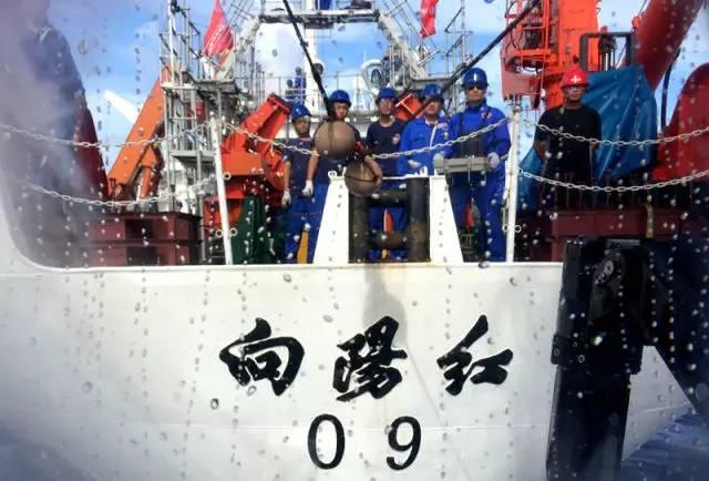 """深海里有什么?这位蛟龙号特殊乘客说,有""""流星雨"""" - 粉伊香 - 粉伊香"""