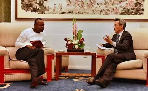 中国驻赞大使约见赞内政部长 敦促释放31名中国公民