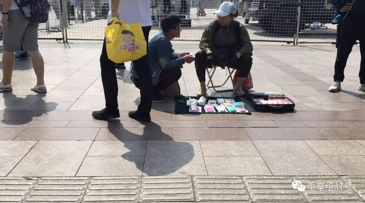 """买充电宝送""""炸弹""""?记者探秘山寨充电宝乱象"""