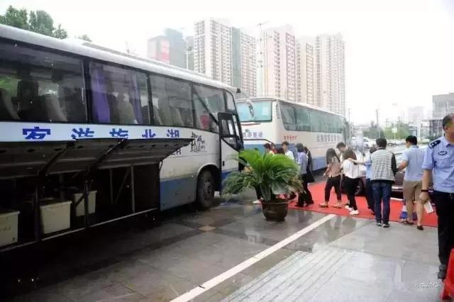 武汉千余警察出动抓获808名俊男靓女全是诈骗犯!